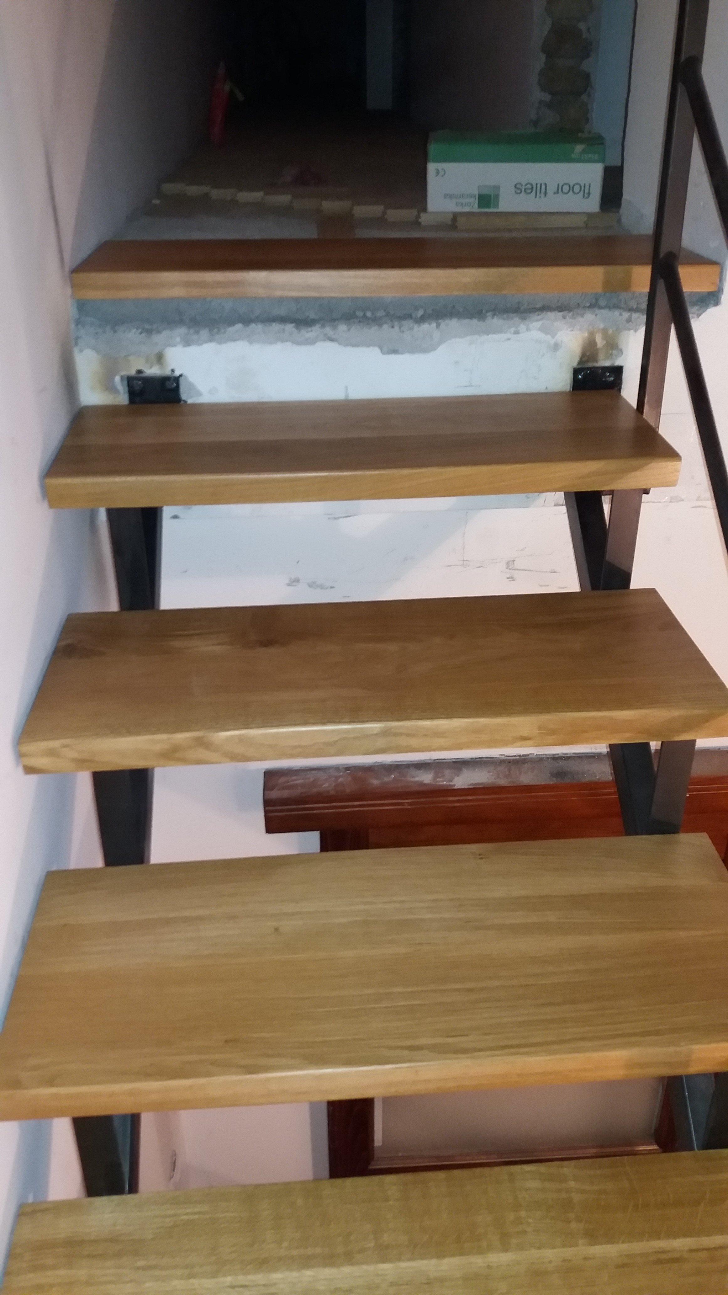Hrastova gazišta za stepenice po meri
